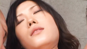 Yui Komine creampied after fucked raw in her slit