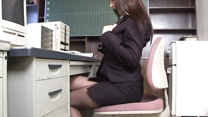 Huge breasted office babe leg spreading and buffing her slit