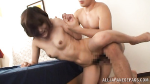 Slender idol fingers her fat quim while giving head